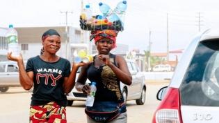"""""""Zungueiras"""" de Luanda lamentam pressão da Operação Resgate mas mantêm atividade"""