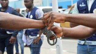 Pelo menos 17 elementos da polícia e da fiscalização foram detidos