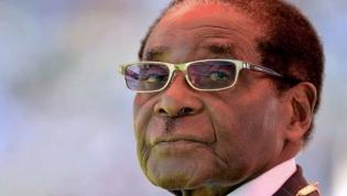 Mugabe saiu há um ano, mas o Zimbabué continua em crise