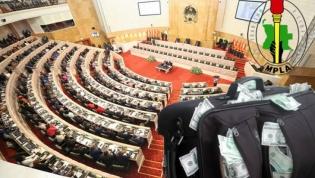 """Mais de 300 angolanos alertam parlamento para """"amnistia"""" às fortunas ilícitas"""