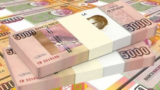Kwanza volta a desvalorizar-se frente ao euro e fica estável face ao dólar