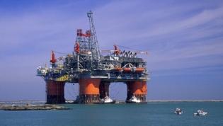 Pagar empréstimos chineses com petróleo angolano traz riscos - Fitch Solutions