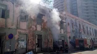Fogo posto afeta parcialmente emblemático Elinga Teatro na baixa de Luanda